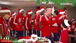 سرودن شعر کریسمس توسط بازیکنان بایرن مونیخ
