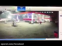 له شدن کارگران پمپ بنزین توسط کامیون