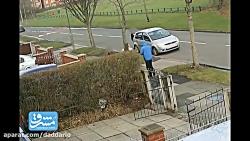 تصادف موتور با دختر در پیاده رو