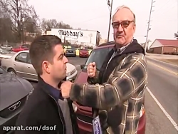 مشت خوردن خبرنگار آمریکایی از یک پیرمرد