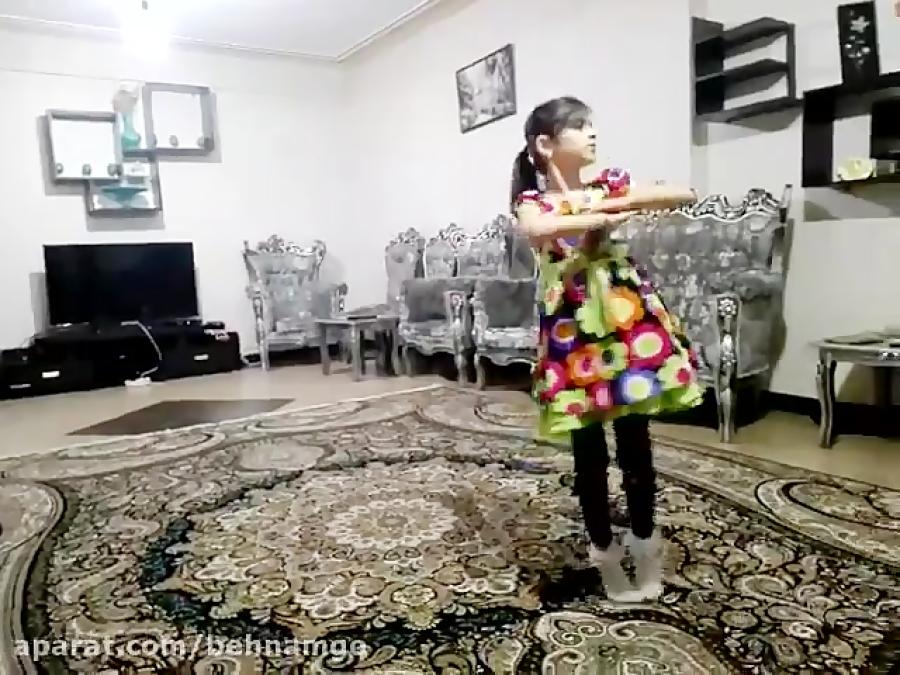 رقص باحال بسیار زیبای دختربچه =)