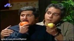 مهران مدیری در حال تماشای فیلم جن گیر (سریال پاورچین)