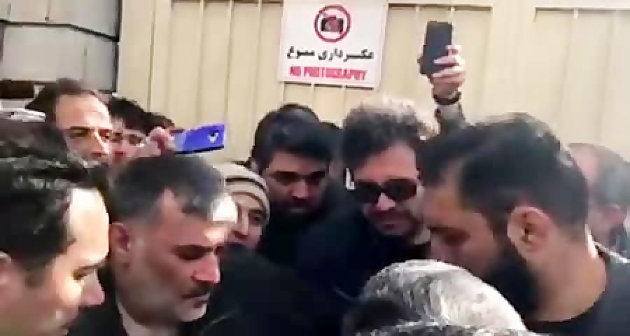 استقبال مردم از حضور دکتراحمدی نژاد مقابل دادگاه بقایی