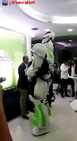 رقص عالی روبات با آهنگ شاد