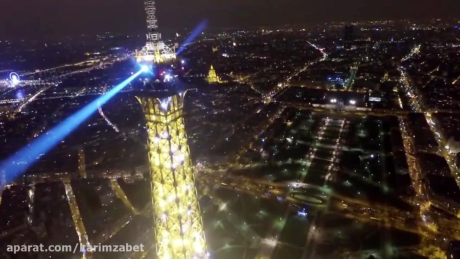 پرواز بر فراز برج ایفل