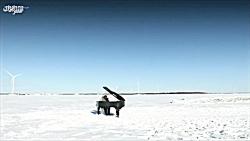نواختن پیانو میان دریا...
