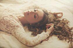 می دانی ...! اگر هنوز تورا آرزو می کنم...برای بی آرزو بودن من نیست...شاید... آرزوی زیبا تر از تو سراغ ندارم!!!