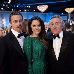 جولی و پیت به همراه رابرت دنیرو در شصت و هشتمین دوره ی مراسم اهدای جوایز گلدن گلوب در سال 2011 .همشون عشقن بخدا (^___*)