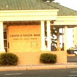 بانکی به نام تیلور و کالوین O_o