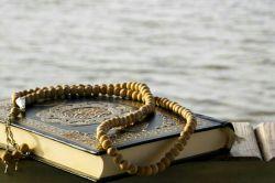 """یك دانه ز تسبیح نماز سحرت را  یك بار به نام من محتاج بینداز...  """"التماس دعا"""""""