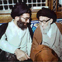 حضرت آیتالله العظمی خامنهای در کنار مرحوم پدر بزرگوارشان