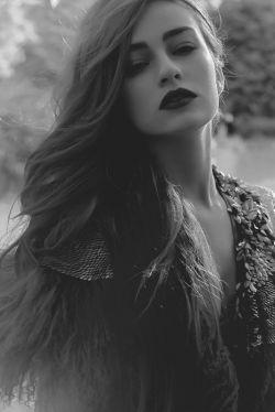 هیــــــس!ساکتــــ فریـــــــادت را بی صدا کن بــــــغضت را نوش جان کن و اشکــــــــ هایت را پنهان اینجا هیچـــکس به فکر دیگری نیست همه در تـــــــــــکاپوی خواسنه های خویش هستند و برای رسیــــــــــــــدن به مرادشان از تو هم می گذرند..... شکـــــــ نکـــــن