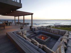Conversation pit  یکی از ایده های جالب دنیای معماری، الهام گرفته از معماری رونسانس. و این بار در کنار ساحل دریا