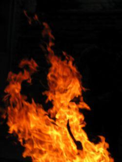 خدایا دراین ماه عزیز از شرشیطان دورمان کن این عکس از آتش گرفتم شبیه نیم رخ یک انسان هست#شهرخدا720