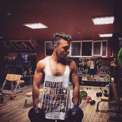 ورزش تنها راه تخلیه استرس و فشار روزمرس به جد تاکید دارم ورزش کردنا جدی بگیرید ............