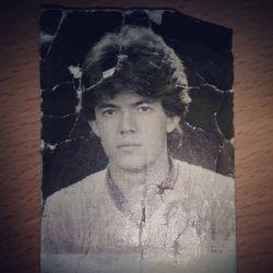 عکس پدرم در سن 20 سالگی به زحمت گیرش آوردم  نظرتون راجع به بابام چیه ؟