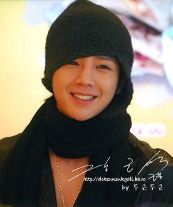 این یه بازیگر کره ای هستش اسمش : جانگ سوکه خیلی قشنگ بازی میکنه !!!!!!!