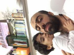 #سلمانـحدادی و کودک عزیزم دختر نازم #فاطمهـحدادی در حال بوسیدن من بیشتر برای این دوستش دارم که هدیه حضرت #فاطمه سلام الله علیه هستش