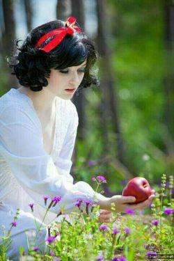 دیگر کافیست! عاشق ترین مرد آدم بود که بهشت را به لبخند حوا فروخت!!دوباره سیب بچین حوا! من خسته ام، بگذار از اینجا هم بیرونمان کنند...