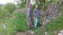 لحظه ای گرفتم این عکسو.عمو و پدرم
