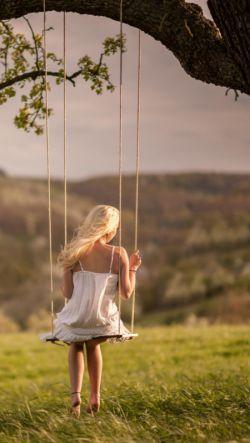 پشت نگاهم ، نگاهى است که از فراسوى زمان و مکان ، تو را انتظار مى کشد . تمامى من ، خواهشى است که لحظه به لحظه ، تنها تو را فریاد مى زند ..