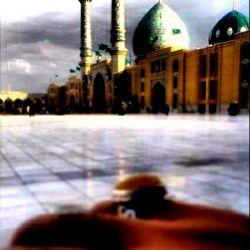 """اللهم عجل لولیک الفرج ! من هوا را بی نفسهای """"تو"""" حاشا می کنم تار و پود عشق را در """"تو"""" تماشا می کنم بیقراری دل من خنده ی شیرین """"تو""""....ن بیستون سهل است من فرهاد رسوا می کنم انتظار وصل دارم از شراب چشم """"تو"""" هی بگو فردا و فردا،باز هم امروز ،فردا می کنم می بریز و مست تر کن باده ی عشق مرا کاین دل مجنون به یکباره،فدای ناز لیلا می کنم گر نیندازی نظر بر این دل بی تاب ما زندگی را بی نگاه های """"تو"""" منها میکنم....!"""