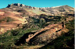 شکل بالا کوه جودی را که در جنوب ترکیه واقع شده است نشان میدهد. طبق آیه 44 سوره هود این کوه به احتمال زیاد همان کوهی است که کشتی نوح پس از طوفان بزرگ بر آن نشست.