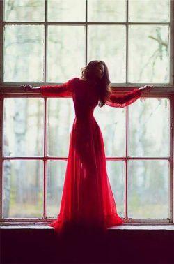 دوش شراب ریختی وز بر ما گریختی بار دگر گرفتمت بار دگر چنان مکن  کار دلم به جان رسد کارد به استخوان رسد ناله کنم بگویدم دم مزن و بیان مکن  ای دل پاره پاره ام دیدن او است چاره ام او است پناه و پشت من تکیه بر این جهان مکن  کو به کو . . . محسن چاووشی❤