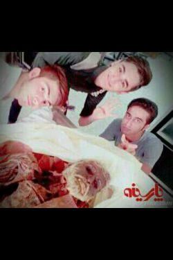 /عکس گرفتن دانشجویان پزشکی با جسد/ یکی برامن توضیح بده وات فاز؟ ؟؟