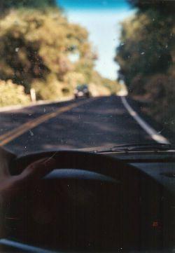 براے درخـــت هاے کنار جاده فرقـے ندارد ،  کســـے که در ســـفر اســـت ؛  مـــے رود , یا مـــے آید ...!    براے مـــن امـا فــرق زیادے دارند ،   درخـــتان مـســـیرے که از تو دورم مـــے کنند _   و درخـــتان مـســـیرے که به تو نزدیکــم ...  (لیلا کردبچه)