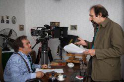 """داوود میرباقری """"کارگردان"""" و نادر سلیمانی """"بازیگر"""" در نمایی از سریال «دندون طلا»"""