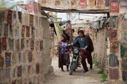 محمود اردلان و بهناز جعفری در نمایی از سریال «دندون طلا» به کارگردانی داوود میرباقری