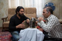 حمیدرضا آذرنگ و حامد بهداد در نمایی از سریال «دندون طلا» به کارگردانی داوود میرباقری