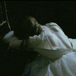 و مں سـال هاست منتظرم ... اشکـے مـے آیـد ... آهـے مـے آیـد ... تصـویرے  لبخنـدے اما فقط درخـواب ... !  وبعـد تعریـف خـواب براے گل هاے  اطرافـم ودوبـاره تکرار ... بـاور کں تـو بیایـے مـں زنـده مـے شـوم و پرواز به همـان عالمـے که عاشـقش هستـم ...