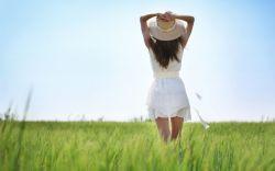 خوشبختی اون چیزی نیست که کسی از بیرون ببینه، خوشبختی تو دل آدمه. دل که خوشبخت باشه، خوشبختی.