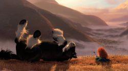 مریدا و آنگوس در نمایی از فیلم «دلیر» اثر مارک اندروز و برندا چپمن