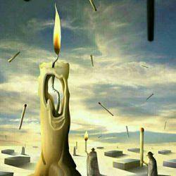 شمع به کبریت گفت: از تو میترسم تو قاتل من هستی .....کبریت گفت : از من نترس : از ریسمانی بترس که در دل خود جای دادی !!!!!