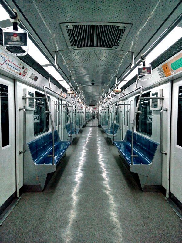من اگر در شهر تهران کاره ای بودم کمی / می کشیدم خط مترو از دلم تا قلب تو