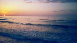 با رفتنت ای یار، چه تنها ماندم/ در بهت و سکوت لحظه ها،جا ماندم// گویند،سفر به سمت دریا کردی/ عمریست که خیره،محو دریا ماندم// ( ساحل فریدونکنار)