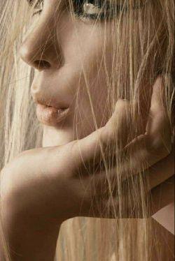 همیشه نباید حرف زد... گاه باید سکوت کرد! حرف دل که گفتنی نیست! باید آدمش باشد ، کسی که با یک نگاه کردن به چشمت تا ته بغضت را بفهمد...