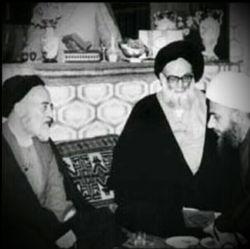 # حضرت علامه آیتالله حاج سید محمد حسین حسینی طهرانی(ره) در کنار استادشان، حضرت علامه طباطبایی(ره)