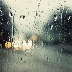 بارون رو دوس دارم هنوز!چون تورو یادم میاره...حس میکنم پیش منی وقتی ک بارون میباره...