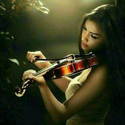 یک نامه نوشتم به تو با این مضمون:  «من عاشقم و گواه من این دل خون!»  تو ساده و بی تفاوت اما گفتی:  «از این که به من علاقه داری ممنون!»