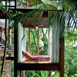 خانه ای ساحلی که مهمترین ویژگی آن قرار داشتن بین درختان و ساحل فلیکس در اوباتوبا و به خوبی با نور و طبیعت اطراف هماهنگ شده، مهمترین مصالح استفاده شده در آن چوب و شیشه میباشد. طراحی شده با: Sant Anna