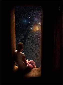 وقتی دستتان را برای گرفتن ستاره ها بالا میبرید شاید نتوانید ستاره مورد نظرتان را بگیرید ولی با دست پر از خاک هم برنمیگردید...خدا تنها به کسانی کمک میکند که به خودشان کمک کنند