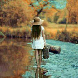 برای رفتن ... چمدان میبندند برای ماندن... دل ! من کدام را ببندم...! که نه خیال رفتن دارم... و نه توان ماندن...