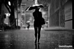 زیر باران آمدم تا بگویم لحظه خداحافظی ام چقدر بارانیست...تمام عالم از دوری ات گریان است...***علی اهوازی***
