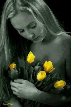 گاهی چه بی گناه، دلت پیر میشود اینجا همان دمی است که زود دیر میشود  گاهی به رغم تشنگی عشق، عاقبت با حسرتی فقط، عطشت سیر میشود  گاهی همان دو چشم که رامت نموده بود بی رحم چون کمان کمانگیر میشود  گاهی همان گلی که به دل پروراندیش خارش به سینه ات چه نفس گیر میشود  گاهی که آرزوست بغل سازیش به مهر تنها سراب اوست که تصویر میشود  گاهی نیایشت که فقط بهر وصل بود چون نیست قسمتت، به دلت تیر میشود  گاهی که منطقت ندهد پاسخت به دل باید نشست و دید، چه تقدیر میشود