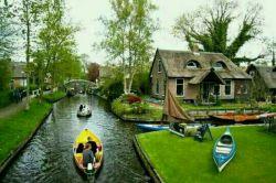 دهکده ای در هلند که حتی یک خیابان هم ندارد تمام رفت و آمدهای آن فقط باقایق انجام میگیرد