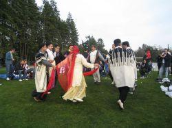 رقص زن و مرد بختیاری در خارج از کشور